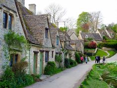 11 Beautiful Cotswolds Villages You Need To See - To Europe And Beyond Vacation Places, Places To Travel, Places To Go, Dream Vacations, London Village, English Village, English Cottages, Cotswold Villages, Places In Scotland