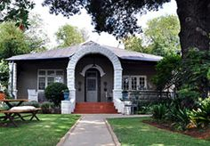 Ginnegaap Guest House Johannesburg is a charming cottage-style house which has Stylish rooms, great breakfasts, friendly and caring staff. Cheap Accommodation, Cottage Style Homes, Places To Visit, Wanderlust, Outdoor Decor, House, Image, Home, Haus