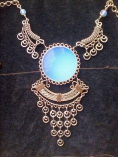 Wanessa Sousa Machado Copper Jewelry, Wire Jewelry, Beaded Jewelry, Jewelry Necklaces, Jewelery, Wire Necklace, Wire Wrapped Necklace, Wire Wrapped Pendant, Wire Pendant