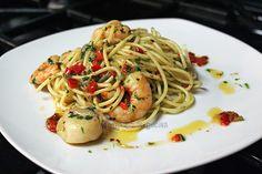 Receta de pasta con camarones y ostiones, una delicioso plato italiano con sabores del mar.