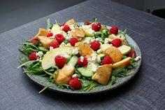 Salat med honningstegt kylling, hindbær og feta