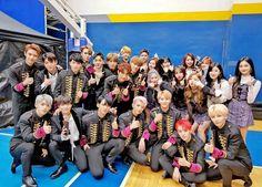 Pledis family (seventeen, nues't w, pristin) Woozi, Wonwoo, Jeonghan, Seventeen Album, Fandom Kpop, Asia Artist Awards, Kpop Couples, Seoul Music Awards, Kpop Guys