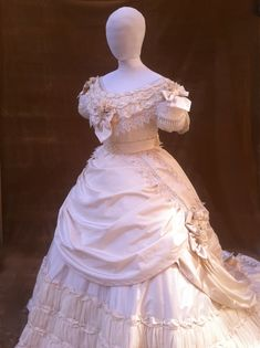 Vintage Outfits, Vintage Gowns, Vintage Mode, Vintage Bridal, Beautiful Gowns, Beautiful Outfits, Pretty Outfits, Edwardian Fashion, Vintage Fashion