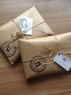 Muito amor por essa embalagem! Cheia de amor e Cor!! Papel Pardo + Barbante + Carimbo + Tag