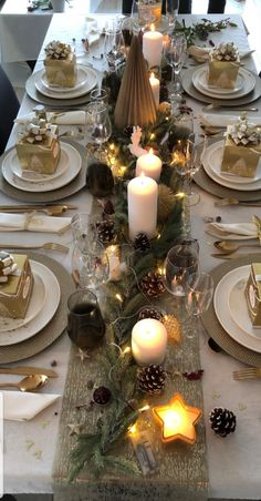 Christmas Table Settings, Christmas Table Decorations, Decoration Table, Wedding Decorations, Holiday Decor, Table Centerpieces For Home, Christmas Time, Xmas, Deco Table Noel