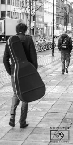 A bit of a lean period but hopefully back on it. Some April danderings of ordinary Belfast folks.https://www.flickr.com/photos/spudtait/shares/qD41QF | steven tait's photos