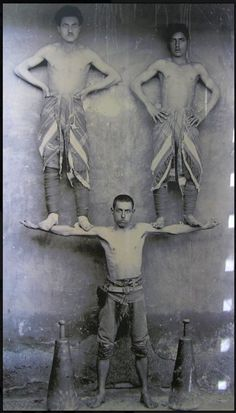 PHOTO Circus Performers