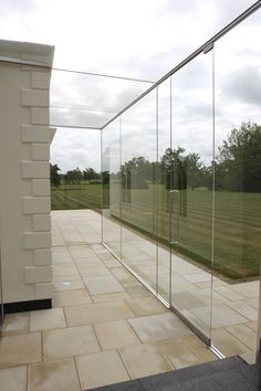 IQ Glass can offer a fully bespoke or modular approach to glass extensions using a variety of different supporting methods to achieve the appearance required.