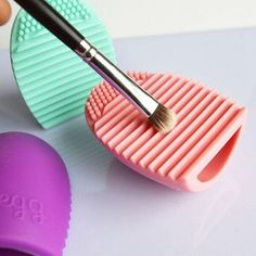 1.08$  Buy here - http://aliz1n.shopchina.info/go.php?t=32786436033 - Brushegg Silicone Brush Cleaning Egg Brush Egg Cosmetic Brush Cleanser Make up Brush Cleaner Clean Tools for  Cosmetics 1pc    #aliexpressideas