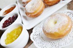 Fašiangové šišky (fotorecept) - recept | Varecha.sk Russian Recipes, Doughnut, Rum, Food, Polish, Basket, Author, Kitchens, Slovak Language
