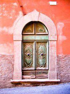 Beautiful tuscan door - love the palette