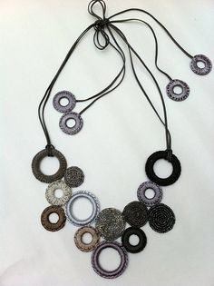 Circles, crochet&beads necklace by Les Bijoux de Jane - idea de collar Crochet Accessories, Handmade Accessories, Handmade Jewelry, Crochet Beaded Necklace, Bead Crochet, Jewelry Crafts, Jewelry Art, Beaded Jewelry, Crochet Jewellery