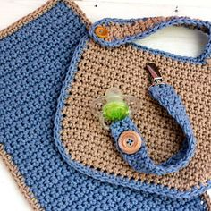 Awesome Crochet Baby Bib Pattern Free Video and Tutorials Crochet Baby Bibs Of W… Baby Set, Häkelanleitung Baby, Baby Boy Bibs, Baby Kind, Baby Boys, Crochet Baby Bibs, Crochet Baby Clothes, Crochet For Boys, Free Crochet