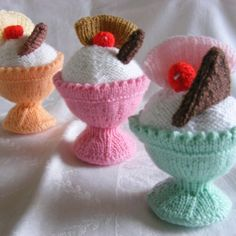 knitted ice cream etsy store seems to be out of these Knitting Designs, Knitting Projects, Knitting Patterns, Crochet Food, Cute Crochet, Knitting Yarn, Free Knitting, Cupcake Dolls, Food Patterns