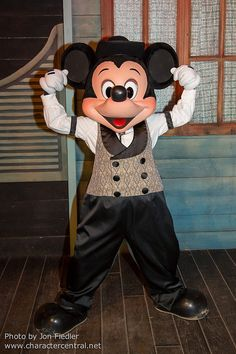 Oct 2013 - Buffalo Bill's Wild West Show - Mickey Mouse