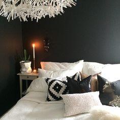 Good morning everyone⭐️ #bedroom #diy #boligpluss #insta_idi #interior123 #interior2all #interior2you #interior4all #interior4you #interior4you1 #interiorforinspo #kähler #fermliving #ikea #artwork #housedoctor #blackandwhite #design4you #design #bloomingville #myhome #mitthjem #finahem #nordiskehjem #skandinaviskehjem #nicolasvashé #arnejacobsen