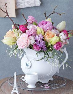 Jasmin, Rose 'Peach Avalanche', Rose 'Pink Piano', Hyazinthe, Ranunkel, Französische Tulpe, Pfingstrose, Rose 'Sorbet Avalanche', Magnolie