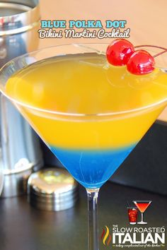 Looks like a Bobcat Martini to me! Blue Polka Dot Bikini Martini Cocktail - Malibu Rum and orange/pineapple juice layered over blue curaçao Bar Drinks, Non Alcoholic Drinks, Cocktail Drinks, Beverages, Cocktail Shaker, Layered Cocktails, Malibu Rum Drinks, Orange Cocktail, Lemonade Cocktail