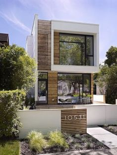 Wooden Facade House Design With Large Glass Windows And Wall Concrete At End With Some Wood Panel stunning modern home facade design ideas Home design Architecture Design, Facade Design, Residential Architecture, Exterior Design, Design Garage, Installation Architecture, Container Architecture, Chinese Architecture, Architecture Office