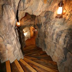 Man Cave Design Ideas - love walls and steps