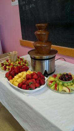 Chocolate fountain fruit to dip