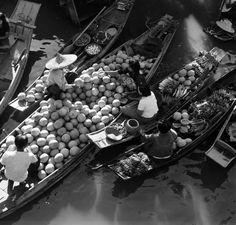 Mercado flotante, Tailândia, 1950. www.calcathai.com