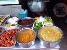 Gaeng Kari - yellow Thai curry paste - do it yourself// Swedish // Det finns massor avolika gula curryrätter i Thailand. En vanlig variant är Gaeng Kari som ofta tillagas med både kokosmjölk och fet kokosgrädde, vilket mildrarhettan. En annan populär rätt ärGae…