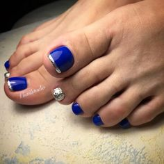 Beautiful Nail Designs In Blue Shades For Summer Vacation ❤️ Your toe nail colors should always keep up with the season. There is no way we will allow you to stay behind and out of the trend! Blue Toe Nails, Pretty Toe Nails, Toe Nail Color, Feet Nails, Toe Nail Art, Nail Polish Colors, Pretty Pedicures, Blue Toes, Nail Nail