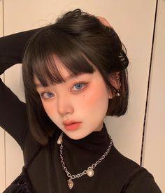 Pelo Ulzzang, Ulzzang Korean Girl, Cute Makeup, Makeup Looks, Hair Makeup, Aesthetic People, Aesthetic Girl, Cute Hairstyles, Short Bob Hairstyles