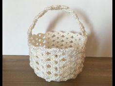 Tuto bonbonniere panier au crochet - YouTube Crochet Videos, Communion, Straw Bag, Diy And Crafts, Creations, Miniatures, Basket, Throw Pillows, Youtube