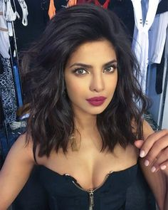 41 Lob Haircut Ideas For Women - The Beauty Breakdown: The Cutest Celeb Bobs and Lobs (and How to Wear Them) -What is a lob? Step by step easy tutorials on how to cut your hair for a lob haircut and a Lob Haircut Thick Hair, Lob Hairstyle, Pretty Hairstyles, Black Hairstyle, Medium Hair Styles, Curly Hair Styles, Round Face Haircuts, Layered Haircuts For Medium Hair Round Face, Short Hair Cuts For Women With Round Faces