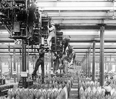 """Crane girls"" at work at the National Shell Filling Factory, Chilwell, Nottinghamshire, England, 1917"