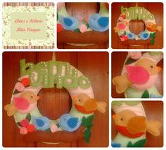 Guirlanda de porta personalizada, produzida em feltro e tecido. Contato: Rita (51) 98939-6174