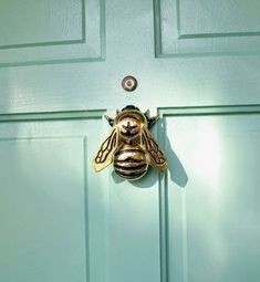 Home Decoration Ideas For Ganpati bumble bee door knocker.Home Decoration Ideas For Ganpati bumble bee door knocker Brass Door Knocker, Door Knobs And Knockers, Joss Y Main, Bees Knees, Home And Deco, Queen Bees, Knock Knock, Home Accessories, Door Handles