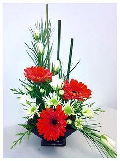 nice Dashing Asymmetrical Flower Arrangement