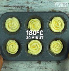 Następnie zwiń jak na zdjęciu poniżej. Posmaruj jajkiem i piecz przez 30 minut, temperatura 180 stopni C.