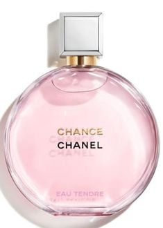 An enhanced interpretation of the unexpected floral-fruity fragrance, CHANEL CHANCE EAU TENDRE Eau de Parfum sweeps you into an intensified whirlwind of tenderness. The signature CHANCE bottle is reinvented with a silver cap and golden accent. Hermes Perfume, Chanel Coco Parfum, Perfume Chanel Chance, Perfume Zara, Perfume Coach, Perfumes Gucci, Perfumes Top, Chance Chanel, Perfume Collection