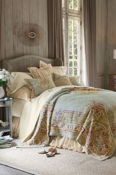 Our Regency Tapestry Coverlet will dress your bed in regal splendor. Pure cotton in the traditional Flemish style of weaving makes this an eye-catching additional to any bedroom.