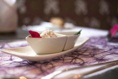 Rosenblüten-Topfencreme im Porzellanschiff. Creme, Panna Cotta, Ethnic Recipes, Food, Dulce De Leche, Meal, Eten, Meals