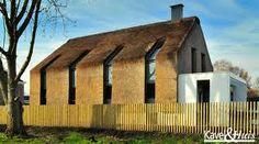 Een huis met een stedelijke en landelijke omgeving.