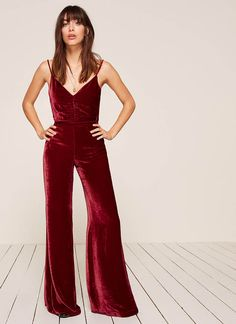 Turn Heads in Reformation's Holiday Party Dresses Brown Hair Cuts, Holiday Party Dresses, Daily Look, Reformation, Fashion 2017, Looking For Women, New Outfits, Style Guides, Autumn Winter Fashion
