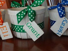 Transform small fruit baskets into personalized #Easter buckets using colorful ribbon and a name tag.