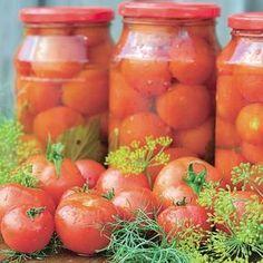 Dacă vrei să ai totă iarna roşii delicioase şi sănătoase pentru mâncare, foloseşte această reţetă de roşii conservate în apă! 1. Rosiile se spala si li se înlatura codiţa. Apoi se asaza în borcane. 2. Se toarna apa rece peste rosii si apoi un strat generos de ulei. 3. Se leaga borcanele si se pun … Canning Pickles, Romanian Food, Cooking Recipes, Healthy Recipes, Diy Food, Vegetable Recipes, Preserves, Carne, Healthy Life