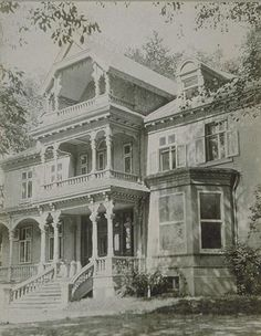 At the North east corner of Sherbrooke and Park avenue, Montreal QC Old Montreal, Montreal Ville, Old Pictures, Old Photos, Montreal Architecture, Victorian Photos, Quebec City, Park Avenue, Beautiful Architecture