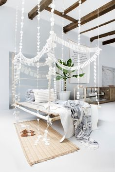 Decorate with natural fibers like wood, wool, leather and linen.