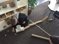 Myers' Kindergarten: How Did We Explore the Concepts of Physics in Kindergarten? Early Childhood Activities, Early Childhood Education, Nursery Activities, Toddler Activities, Learning Centers, Early Learning, Eyfs Classroom, Classroom Ideas, Earth Day Crafts