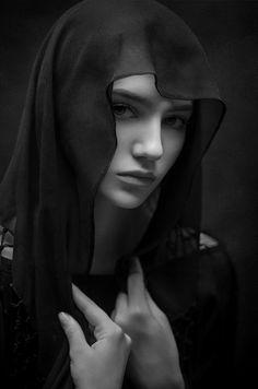 Portrait's of Beauty Dark Photography, Photography Women, Black And White Photography, Portrait Photography, Ballet Photography, Vintage Photography, Female Portrait, Portrait Art, Girl Face