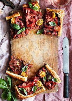 Kantarelli-peltipiirakka   Pizzat ja piirakat, Kasvis, Suolainen leivonta   Soppa365 First Kitchen, Tapenade, Granola, Yummy Food, Recipes, Delicious Food, Ripped Recipes, Muesli