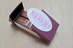 Flip-Flop-Box mit Produkten von Stampin up. Flüsterweiß, Feige, Sommerbeere, Stickmuster, Mit Liebe geschenkt, Verpackung für Merci