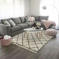 Gray and pink living room - is to me - Living rooms - # is .- Graues und rosa Wohnzimmer – ist zu mir – Living rooms – … Gray and pink living room – is to me – Living rooms … - Living Room Grey, Living Room Sofa, Living Room Interior, Apartment Living, Home And Living, Simple Living, Living Room Ideas Pink And Grey, Modern Living, Living Walls